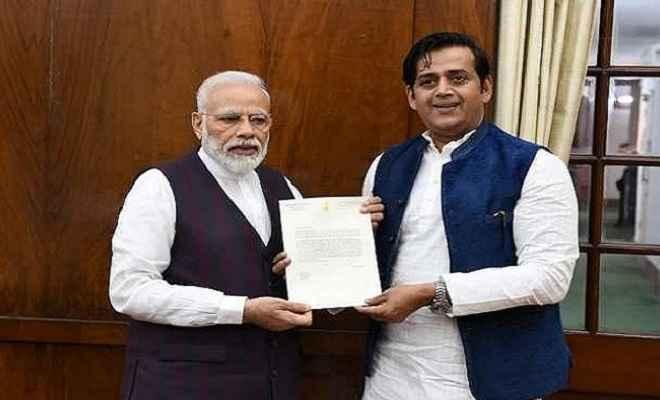 रवि किशन ने पीएम मोदी से पटना और गोरखपुर में एनएसडी केंद्र खोलने का किया आग्रह