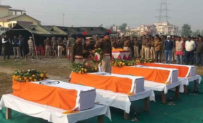 लातेहार में शहीदों को दी गई श्रद्धांजलि, डीजीपी ने कहा- नक्सली कहीं भी छीपे हो, जरूर पकड़ेंगे