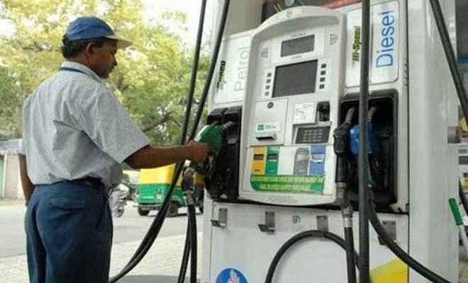 लगातार तीसरे दिन बढ़ा पेट्रोल का भाव, डीजल हुआ सस्ता, जानें आज का रेट