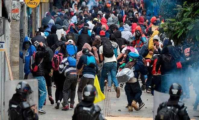 कोलंबिया: बोगोटा में सरकार विरोधी हिंसक प्रदर्शनों में 3 की मौत, कर्फ्यू