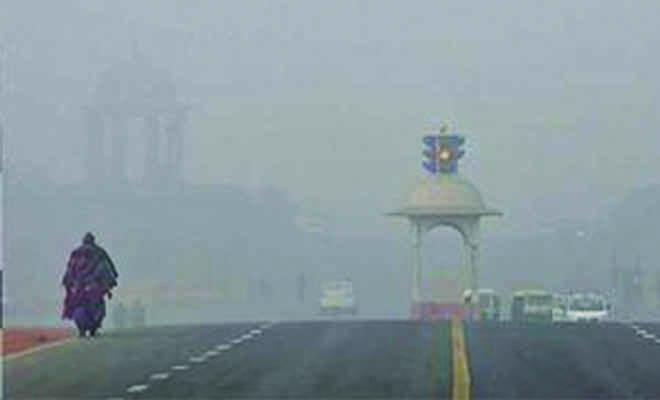 दिल्ली में गिरा पारा, न्यूनतम तापमान 9.4 डिग्री सेल्सियस