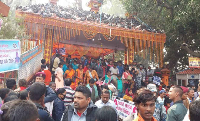 नेपाल के गढ़ी माई मंदिर में बुधवार को पहुंचे करीब चार लाख श्रधालु