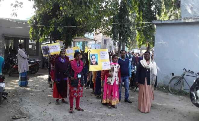 बेतिया में डॉ प्रियंका रेड्डी के हत्यारों को सज़ा दिलाने को लौरिया में छात्राओं की रैली