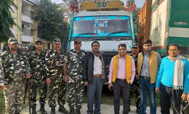 रक्सौल में कस्टम और एसएसबी ने पाकिस्तानी छोहाड़ा और विदेशी काली मिर्च लदे ट्रक को किया जब्त