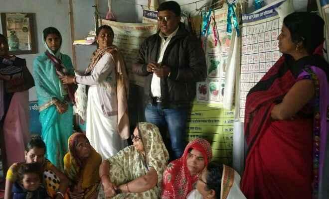 छपरा में सास-बहू सम्मेलन में महिलाओं को दी गयी परिवार नियोजन की जानकारी