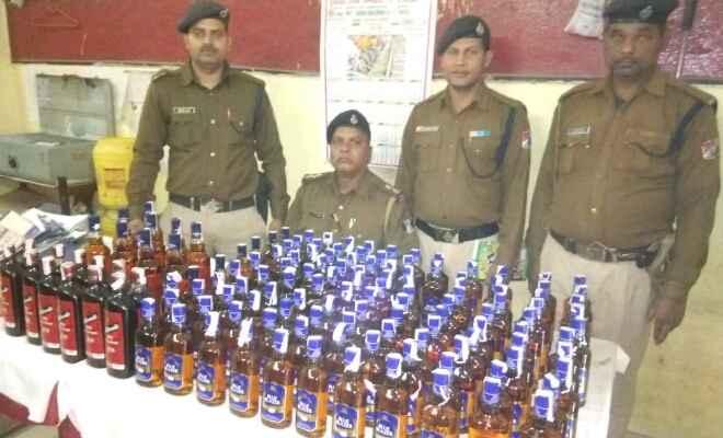छपरा जंक्शन पर आरपीएफ और जीआरपी ने बरामद किया 138 बोतल अंग्रेजी शराब