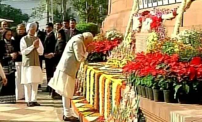 पीएम मोदी ने संसद भवन पर आतंकी हमले में शहीदों को दी श्रद्धांजलि