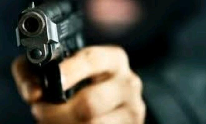 गोपालगंज में राजद नेता को सरेआम अपराधियों ने मारी गोली, हालत गंभीर