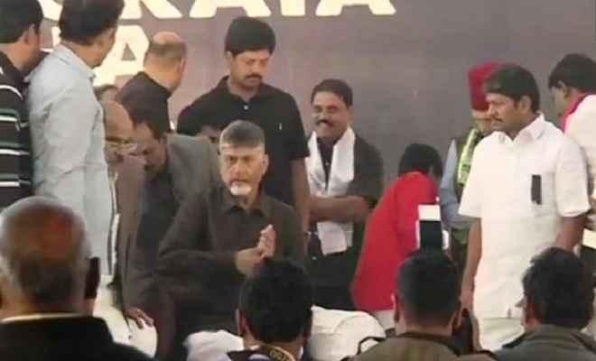 आंध्र प्रदेश को विशेष राज्य के दर्जे की मांग को लेकर मुख्यमंत्री चंद्रबाबू आज भूख हड़ताल पर