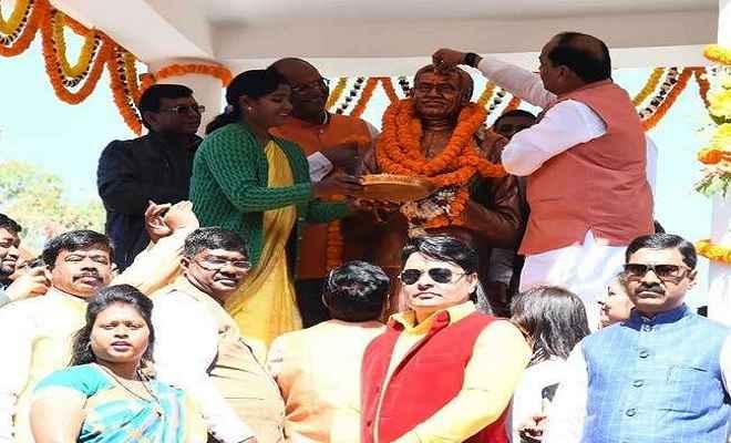 पंडित दीनदयाल उपाध्याय के विचारों को आत्मसात करने की जरूरतः मुख्यमंत्री रघुवर