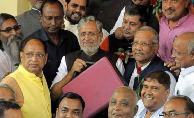 बिहार बजट: उप मुख्यमंत्री सुशील कुमार मोदी ने पेश किया 2 लाख करोड़ रुपये का बजट