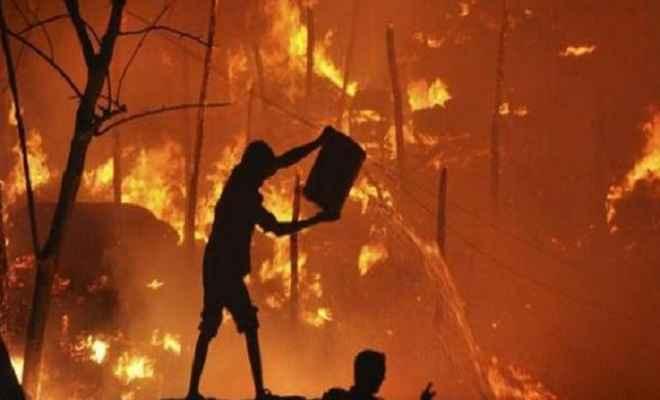दिल्ली के पश्चिमपुरी में भीषण आग, 250 झुग्गियां जलकर हुईं खाक