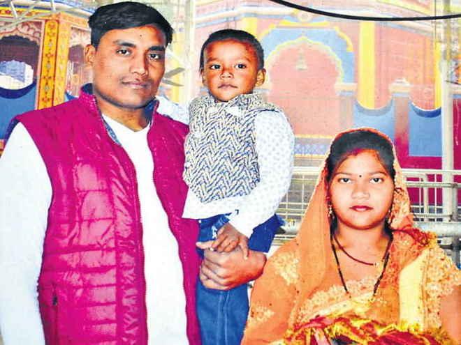 पुलवामा हमला: शहीद रतन कुमार ठाकुर के गांव में पसरा मातमी सन्नाटा
