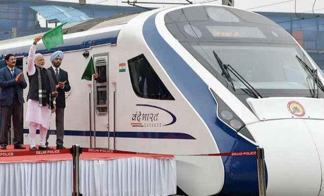 प्रधानमंत्री मोदी ने भारत की पहली सबसे तेज ट्रेन 'वंदे भारत' को हरी झंडी दिखा कर किया रवाना, ये है खासियत...