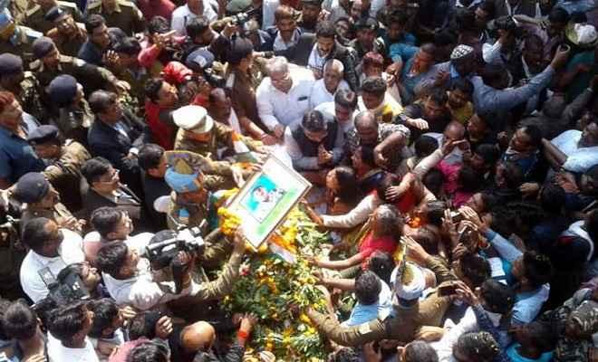 शहीद संजय कुमार को अंतिम विदाई देने जुटे लाखों लोग, लोगों ने बरसाये फूल