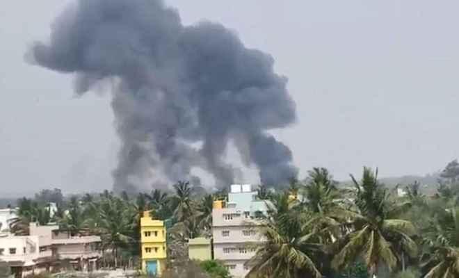 एयर इंडिया शो से पहले बेंगलुरू में 2 सूर्य किरण एयरक्राफ्ट क्रैश, 1 पायलट की मौत
