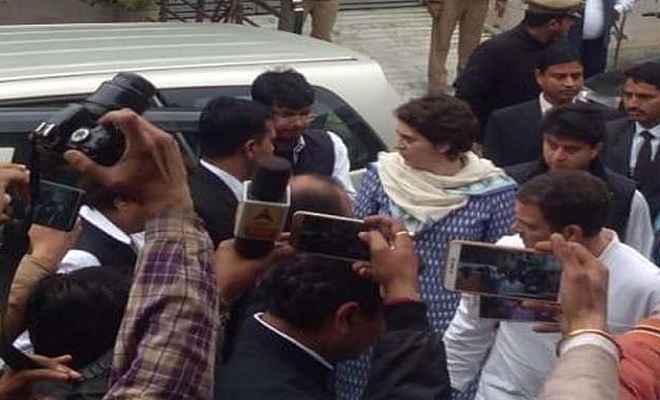 शहीद परिवार को सांत्वना देने पहुंचे कांग्रेस अध्यक्ष राहुल गांधी और महासचिव प्रियंका