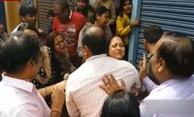 पाल स्वीट्स के मालिक की हत्या के बाद परिजन ने शव रख पटना के बाकरगंज चौक जाम किया