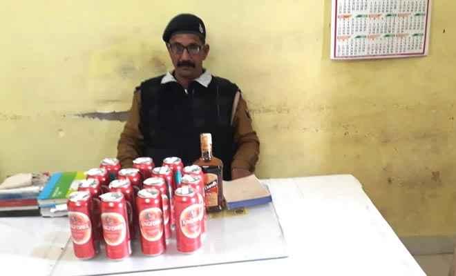 जीआरपी ने बलिया-सियालदह एक्सप्रेस से बरामद की 16 बोतल विदेशी शराब