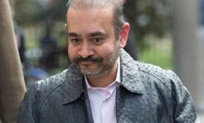 फरार होने के बाद पहली बार लंदन की सड़कों पर बेखौफ घूमता दिखा नीरव मोदी