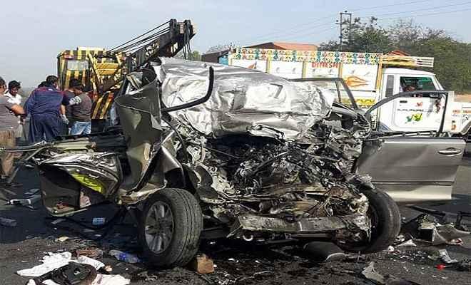सड़क दुर्घटना में एक ही परिवार के 10 लोगों की दर्दनाक मौत