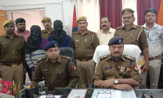बिहार व दिल्ली से चोरी की तीन गाड़ियां, एक बाइक व आर्म्स के साथ कुशीनगर में दो गिरफ्तार