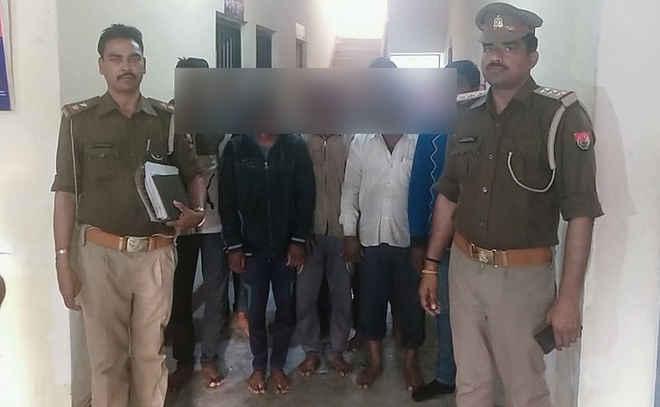 कुशीनगर में नौ पशु तस्कर गिरफ्तार, चार पीकअप वैन जब्त