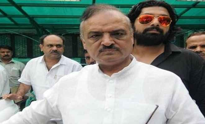 भाजपा विधायक ओपी शर्मा को चुनाव आयोग की फटकार, अभिनंदन की फोटो हटाने का दिया निर्देश