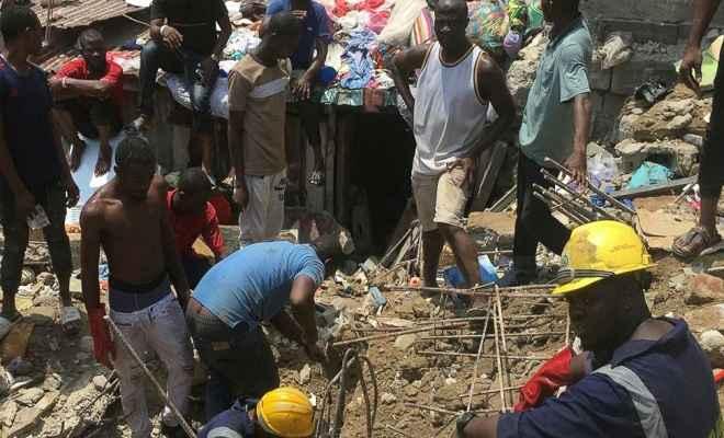 लागोस में इमारत गिरी, आठ की मौत, 37 लोगों को बचाया