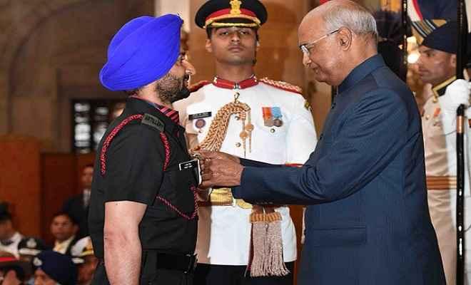 राष्ट्रपति रामनाथ कोविंद ने सशस्त्र बल के 3 जवानों को कीर्ति चक्र और 15 को शौर्य चक्र प्रदान किए