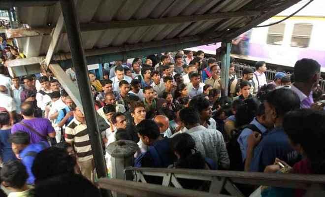 मुंबई ओवरब्रिज हादसा: पीएम मोदी समेत अन्य नेताओं ने जताया दुख, सीएम फडणवीस ने कहा- दोषियों के खिलाफ होगी कार्रवाई