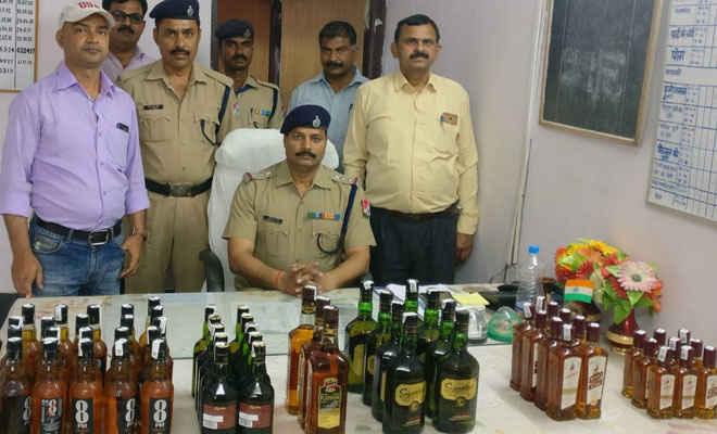 आरपीएफ ने छपरा स्टेशन से 60 बोतल विदेशी शराब लावारिस शराब बरामद की