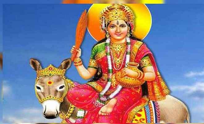 शीतला सप्तमी आज, व्रत कथा और पूजा विधि के साथ जानें क्यों खाया जाता है बासी खाना