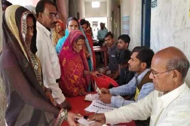 बिहार के चार लोकसभा क्षेत्र में मतदान जारी, सुरक्षा के कड़े इंतजाम