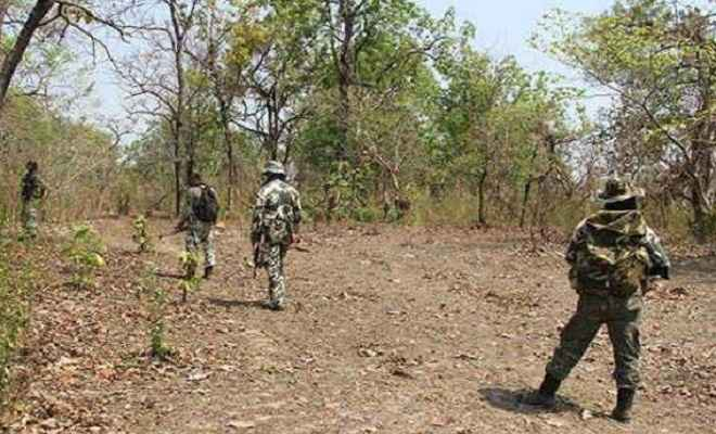 सुरक्षाबलों ने मुठभेड़ में 3 नक्सली को किया ढेर, सीआरपीएफ का एक जवान शहीद