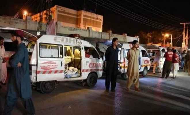 बलूचिस्तान में अज्ञात हमलावरों ने बस से उतारकर 14 यात्रियों की गोली मारकर हत्या की