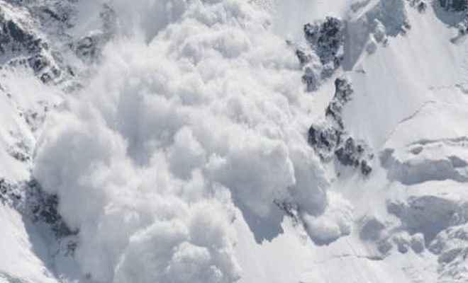 कनाडा में हिमस्खलन, तीन विश्व विख्यात पेशेवर पर्वतारोही लापता
