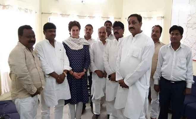 बीजेपी को झटका, प्रियंका ने विजय पासी को दिलाई कांग्रेस की सदस्यता