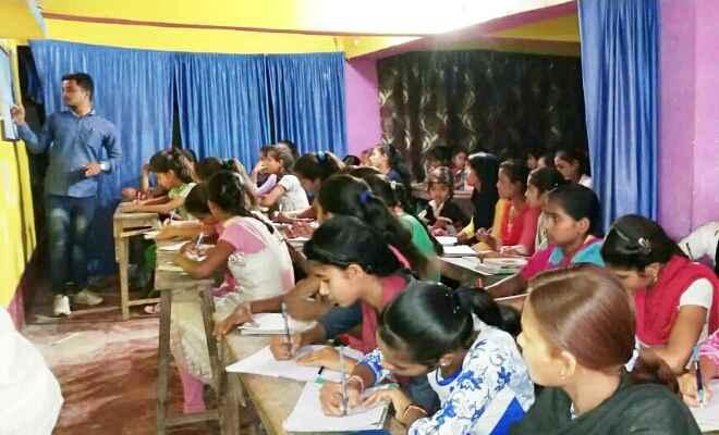 विद्यार्थियों ने ग्रामवासियों को पत्र लिखकर दिलाया मतदान करने का संकल्प