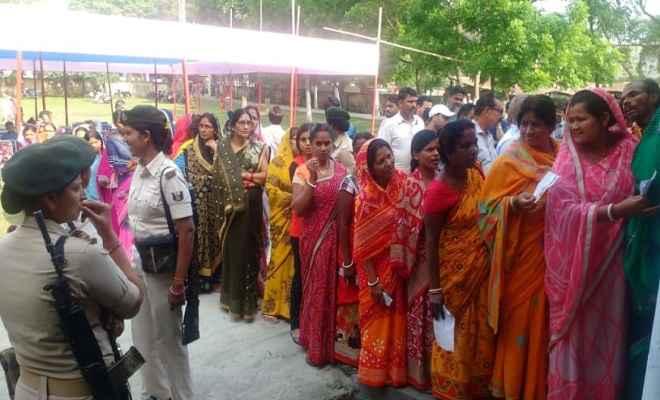 आज कड़ी सुरक्षा व्यवस्था के बीच बिहार की पांच लोकसभा सीटों पर मतदान जारी