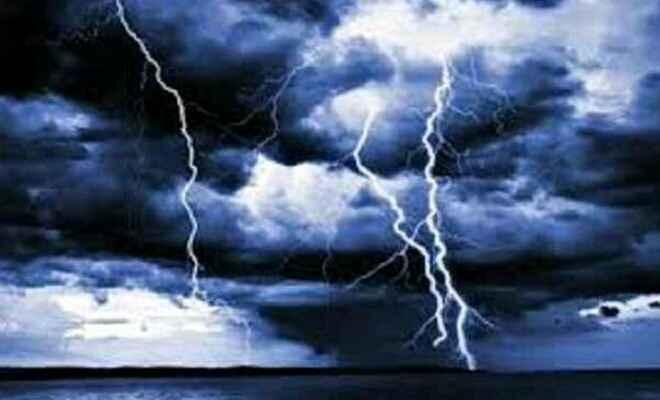 कुशीनगर में आकाशीय बिजली गिरने से दो की मौत