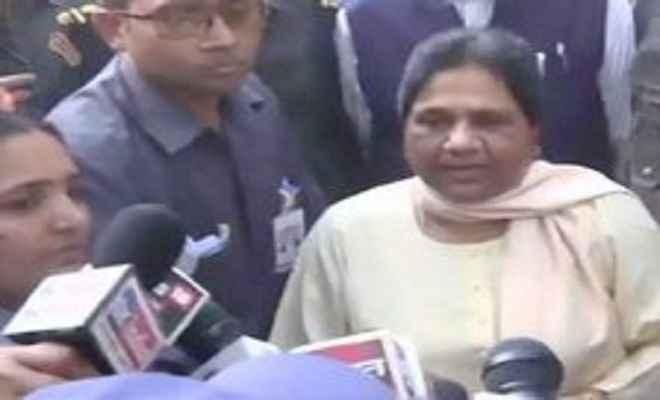 बसपा सुप्रीमो मायावती ने लखनऊ में डाला वोट, कहा-जनहित में करें मतदान