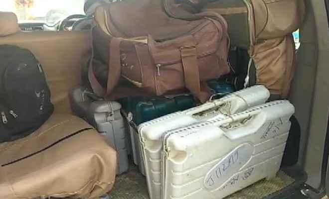 मुजफ्फरपुर के होटल से मिले 6 ईवीएम और 2 वीवीपैट, मजिस्ट्रेट को कारण बताओ नोटिस जारी