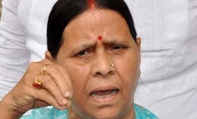 मुख्यमंत्री नीतीश कुमार जिस डाल पर बैठे हैं उसे ही काट रहे: राबड़ी देवी