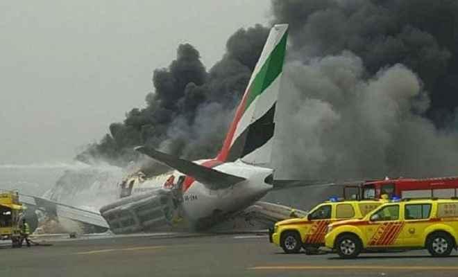 दुबई में तकनीकी खराबी के चलते विमान दुर्घटनाग्रस्त, चार लोगों की मौत