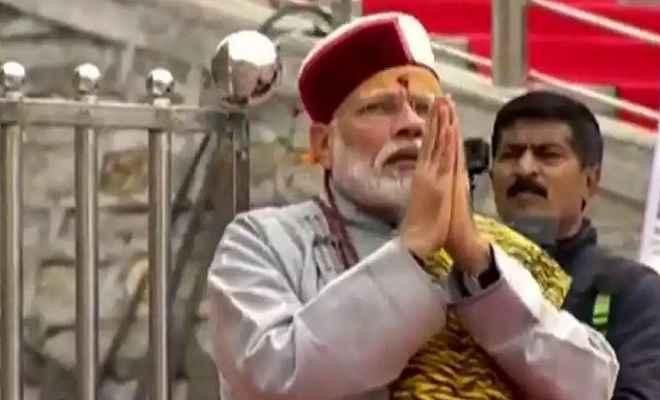 केदारनाथ पहुंच कर प्रधानमंत्री नरेंद्र मोदी ने की भगवान शिव की पूजा और अभिषेक