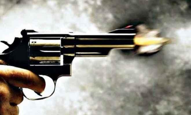 फाइनेंस कर्मी को गोली मार कर किया घायल, कपड़ों से भरे बैग लेकर अपराधी फरार