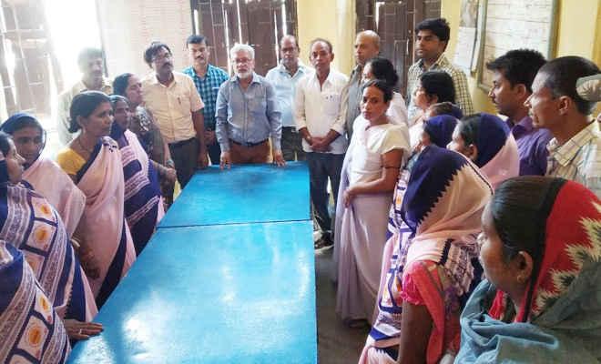 आशा कार्यकर्ता के निधन पर रक्सौल पीएचसी के चिकित्सकों व कर्मियों ने गहरा शोक व्यक्त किया