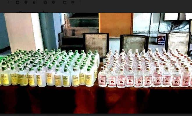 रक्सौल पुलिस ने चैनपुर गांव से रेड कर भारी मात्रा में नेपाली शराब जब्त की, कारोबारी दूसरी बार फरार
