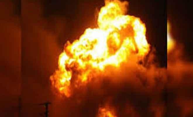 कपड़े के शोरूम में लगी भीषण आग, 40 लाख की सम्पति जलकर राख
